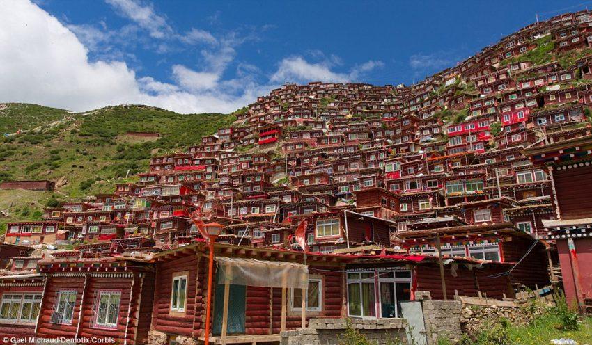 Menilik Akademi Biksu Terbesar di Dunia yang Ada di Tibet