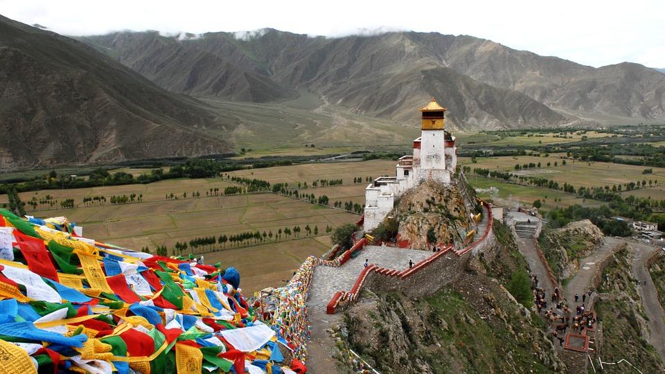 Megaproyek Cina Menuntut Penggulingan Kekuasaan Atas Dalai Lama