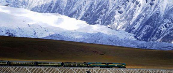 Kereta Api Qinghai-Tibet memegang rekor untuk rute kereta api tertinggi di dunia
